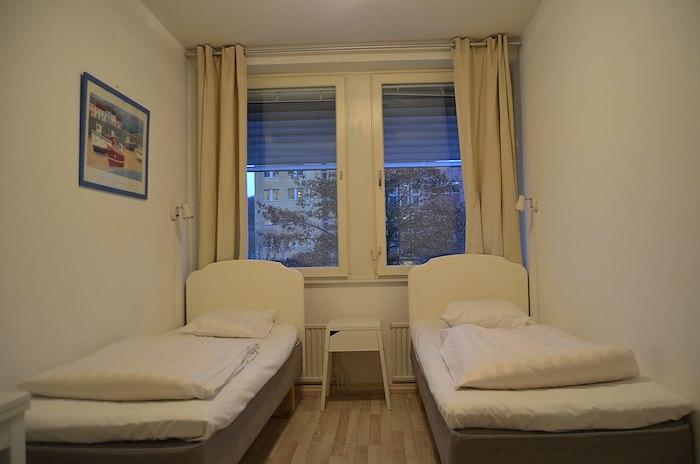 Twin room with shared bathroom